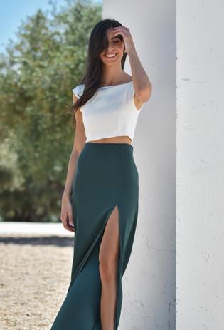 Top blanco + Falda verde botella