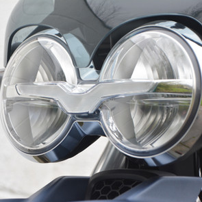 Goggle-eyed front end sets the Guzzi apa