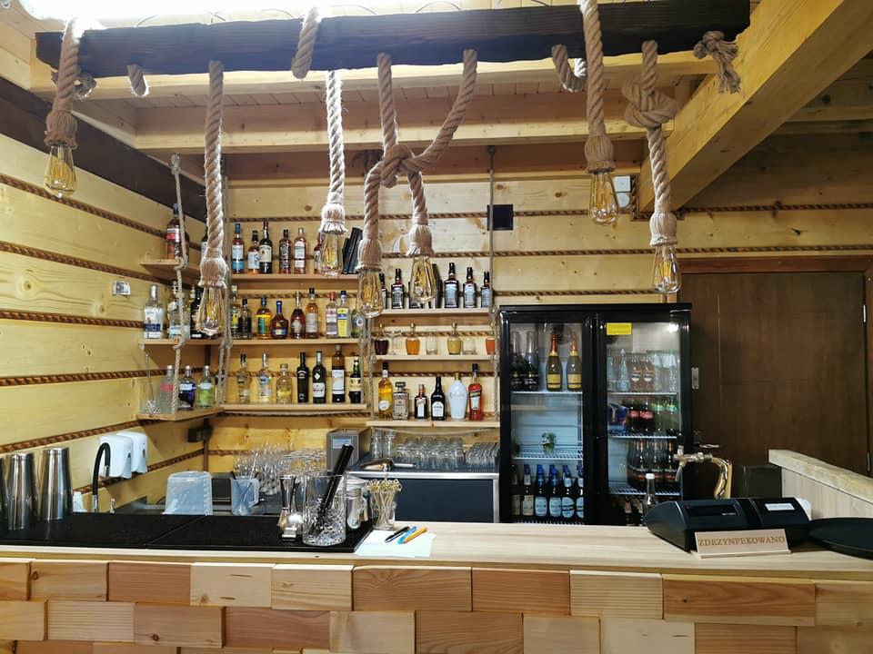 dobrze wyposażony bar