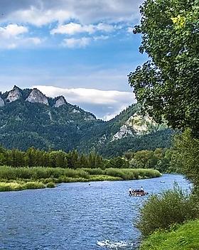 mountains-2838663_1280 (Medium).webp