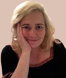 Anna-portrait-v4-brown-bg.jpg