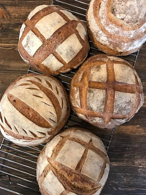 Mediteraans brood met olijven en zongedroogde tomaat