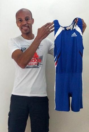 ENCHERES | Stéphane Diagana met en vente la combinaison portée lors la finale des Championnats d&#39