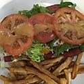 Pepperoni (7 pouces) servi avec frites