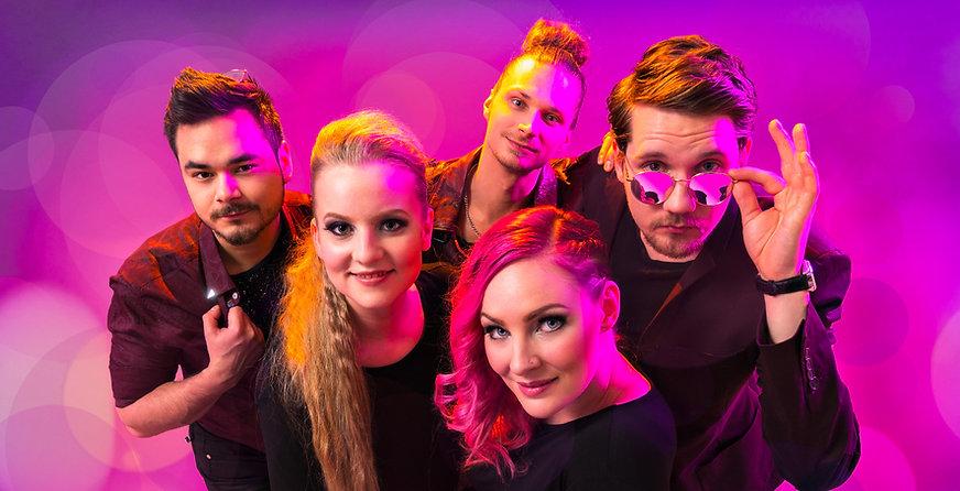 Shine Out on Suomen loistavin bilebändi, joka tuo glamouria ja viihdettä juhliinne.