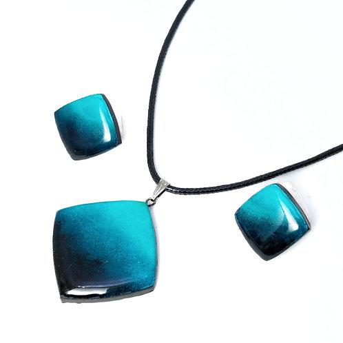 Deep blue sea pendant earring set