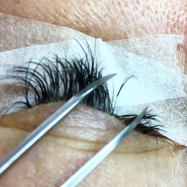 NON DAMAGED natural lashes