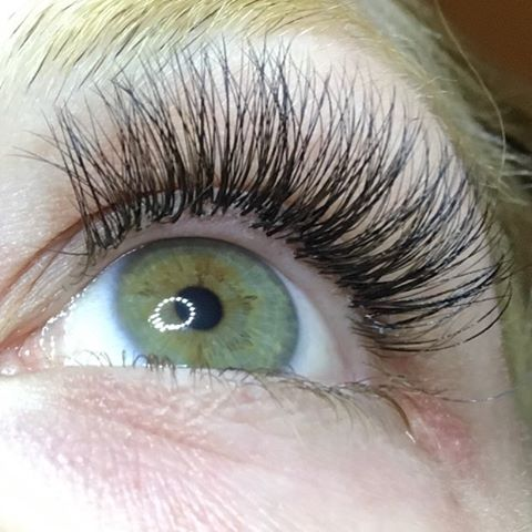 Natural 3D Volume Lash Extensions