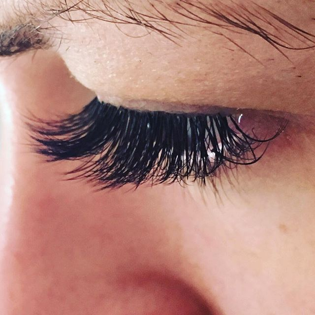 Thick 3D Volume Lash Extensions