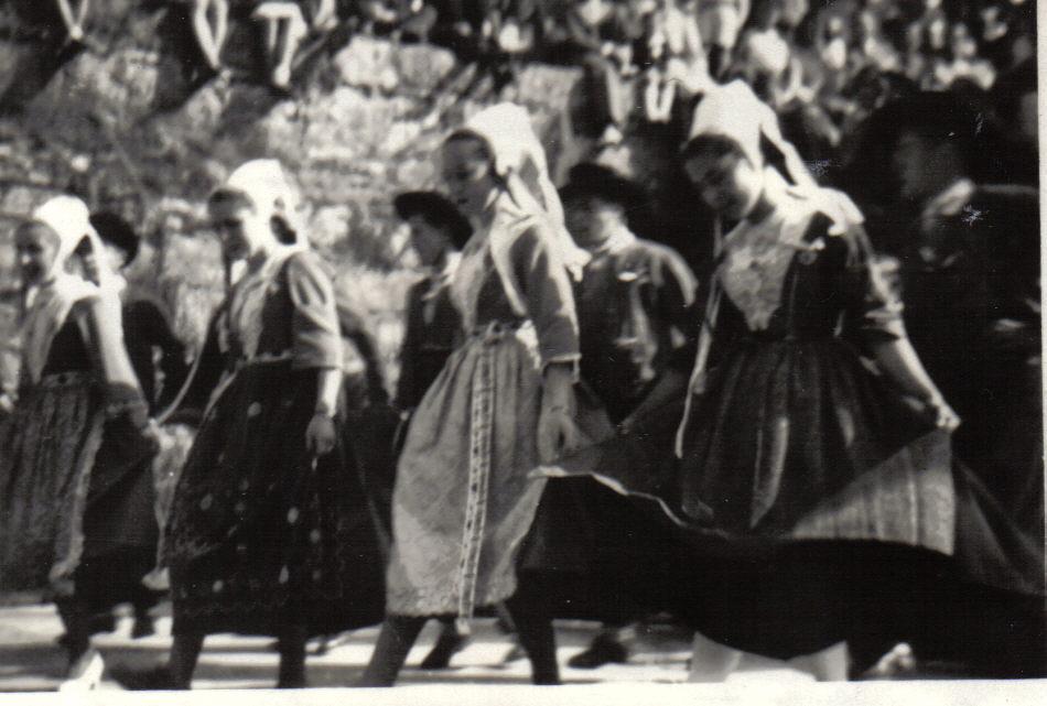 Bleuniou Sivi 1946 concarneau 1er prix danse