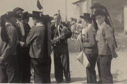 Bleuniou Sivi 1946 discussion avec profs danse Plou Mathurin le gall Kerdrevel