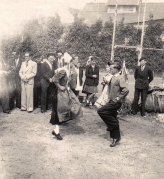 Bleuniou Sivi 1946 danse2