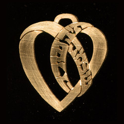 gold_hebrew_personalized_heart_pendant