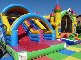 Parco Gonfiabili per feste bambini