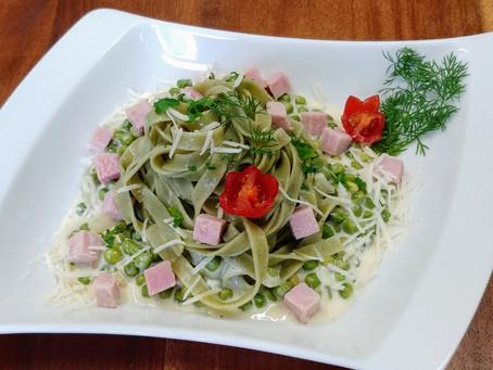 Tagliatelle verde, parmegiano cream, peas and backed ham