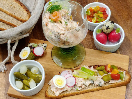 Salmon rillettes and homemade bread