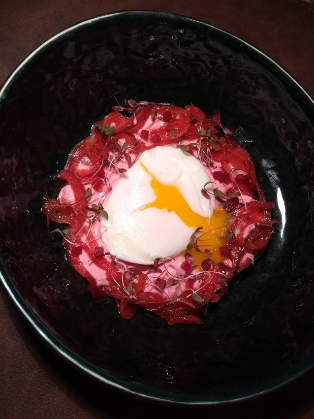 Perfect egg with beetroot and onions