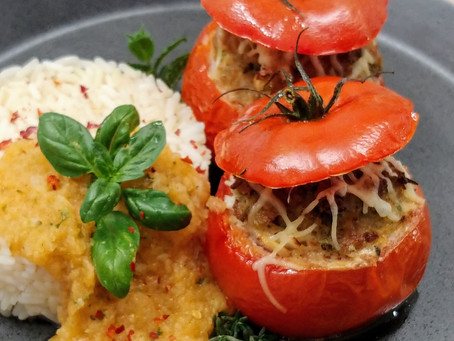 Stuffed tomatoes with rice and an oriental tomato coulis