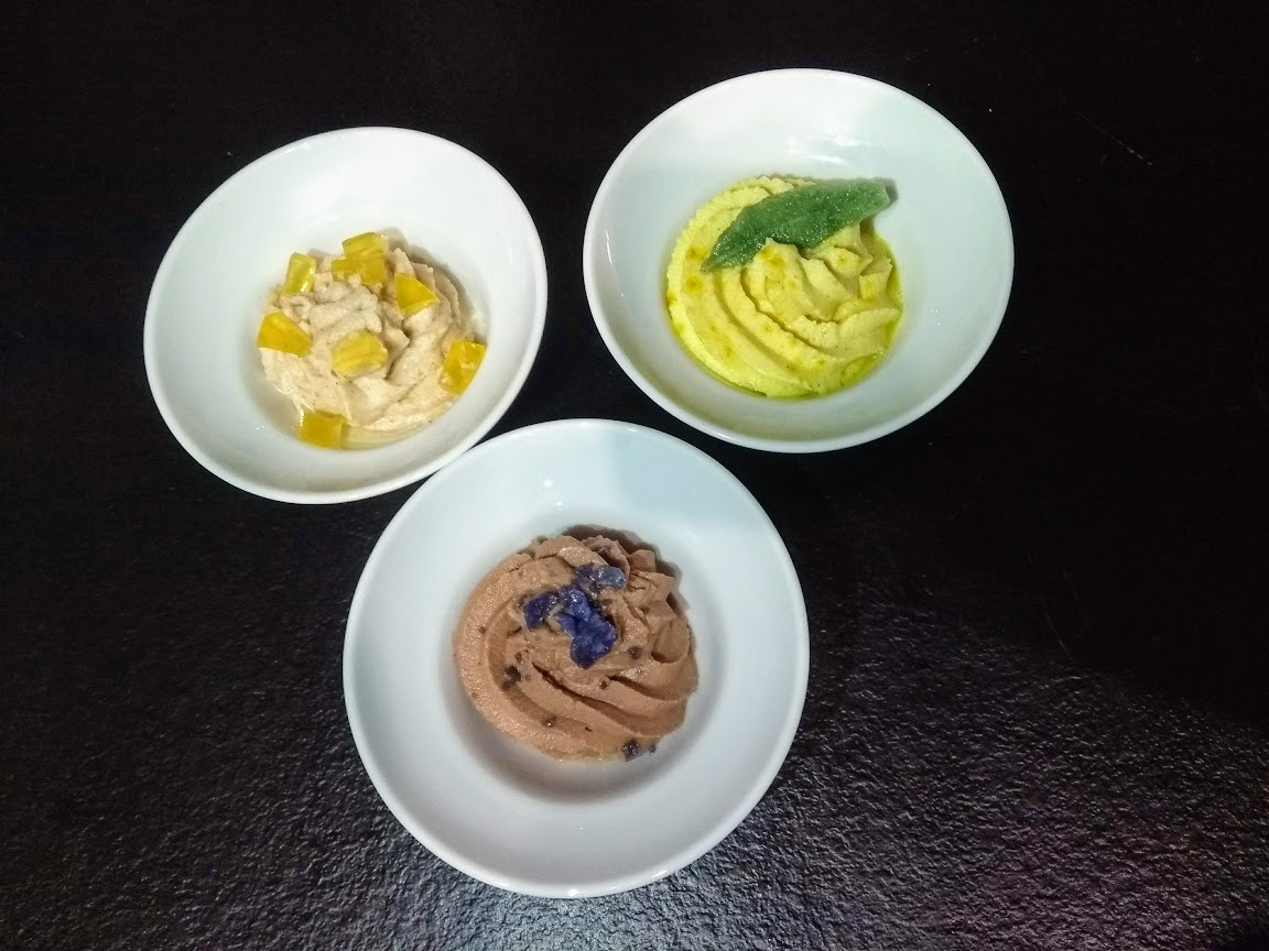 Desserts with ginger, saffron and cocoa