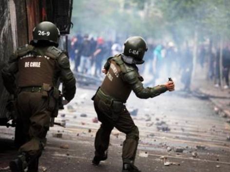 サンチアゴ、国家警察軍の催涙弾