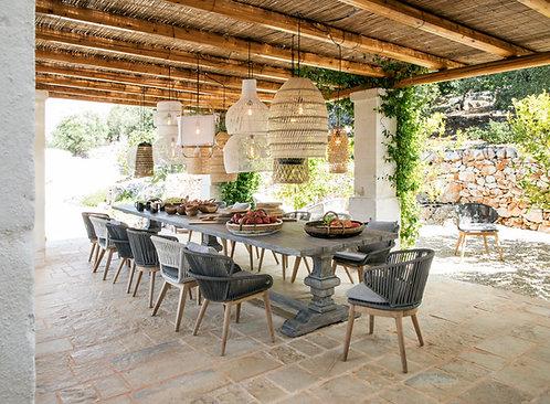 שולחן אוכל חוץ מעץ טיק בצבע אפור