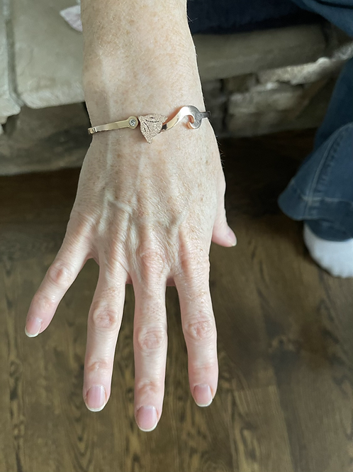 SaveAFox rose gold braclet 6.5 inches (16.75 CM)