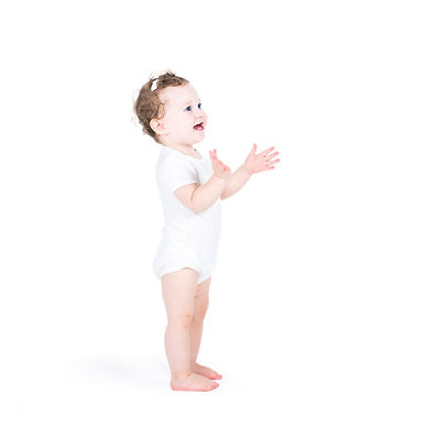 Funny%20baby%20girl%20clapping%20hands%2