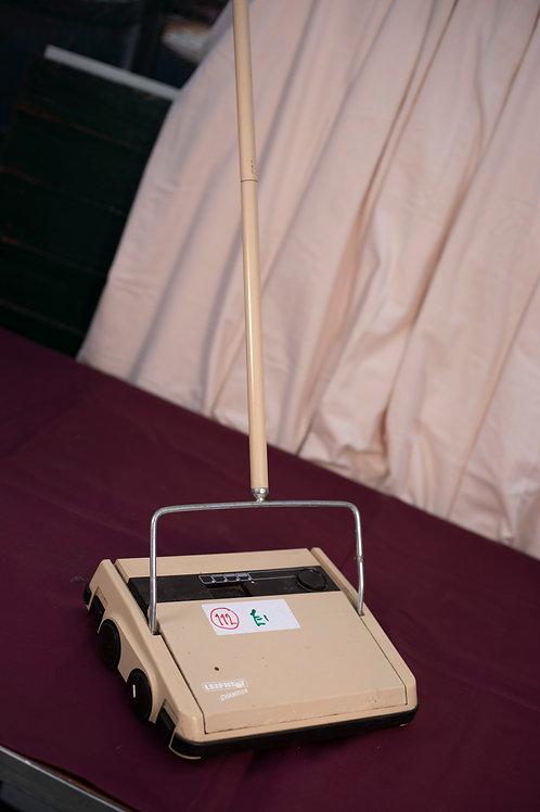 112. Manual Sweeper