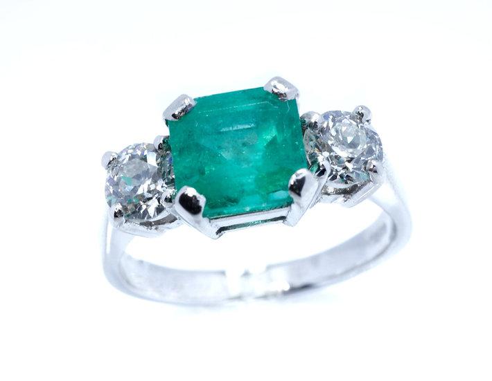 Platinum Emerald and Diamonds Ring