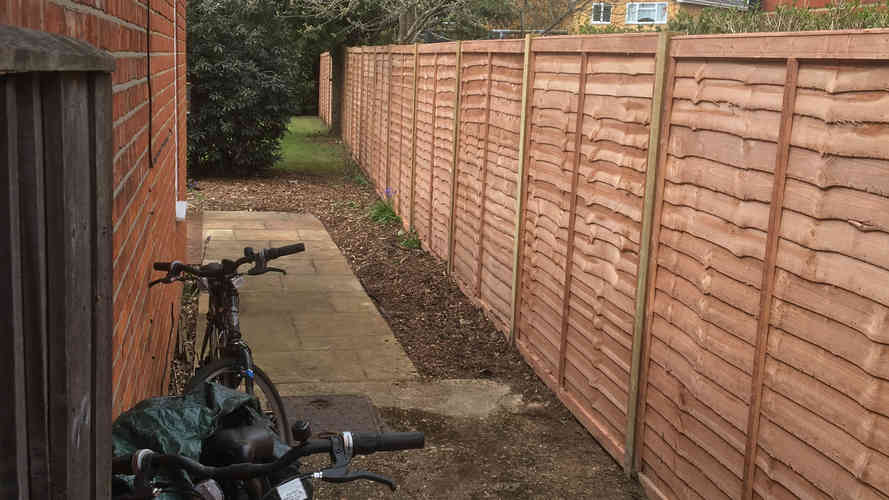 lap panel fencing installed in wokingham