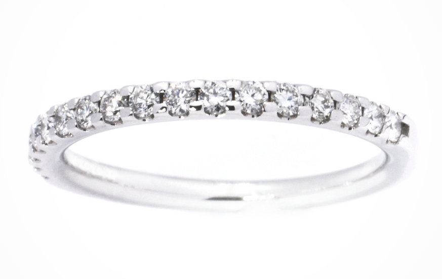 18 Carat White Gold Diamond Ring