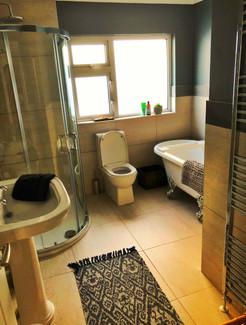 Driftwood Guesthouse Bathroom