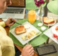 Café_da_manhã,_buffet,_hóspede,_w-fi_gra