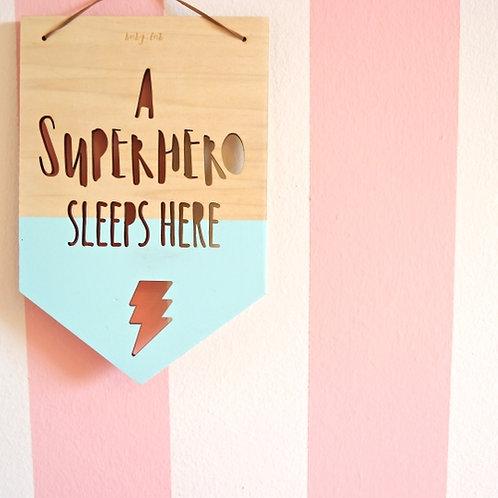 """Banner in legno """"Super Hero sleeps here"""""""