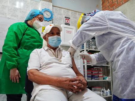 Inicia vacunación de adultos mayores de 70 años en Barranquilla