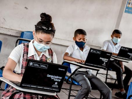 Más de 300 equipos portátiles se entregaron a colegios públicos en el Atlántico