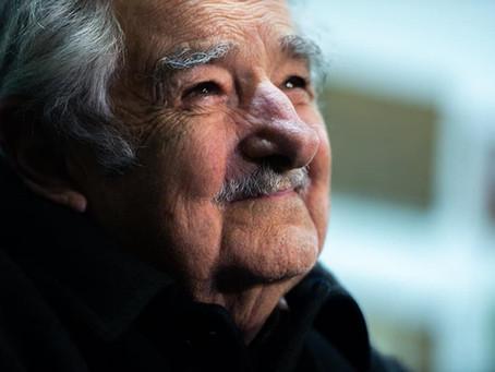 """""""Los universitarios deben ser sembradores de esperanza"""": José Mujica"""