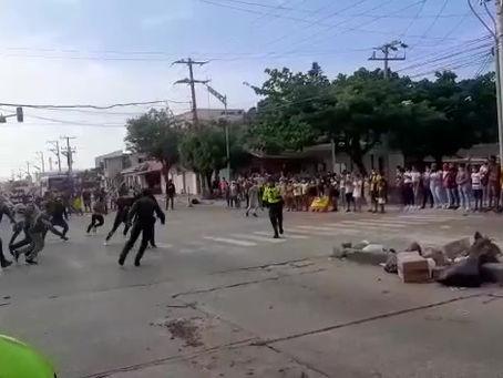 Con encuentro deportivo entre comunidad y Policía despejan vía en Barranquilla