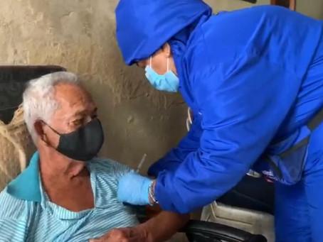 EPS realizan vacunación casa a casa en barrios de Barranquilla