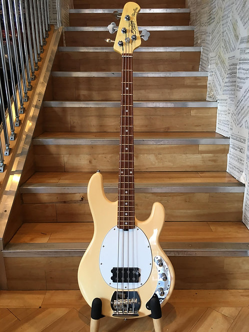 Music Man Sub Ray 4 VTG Cream