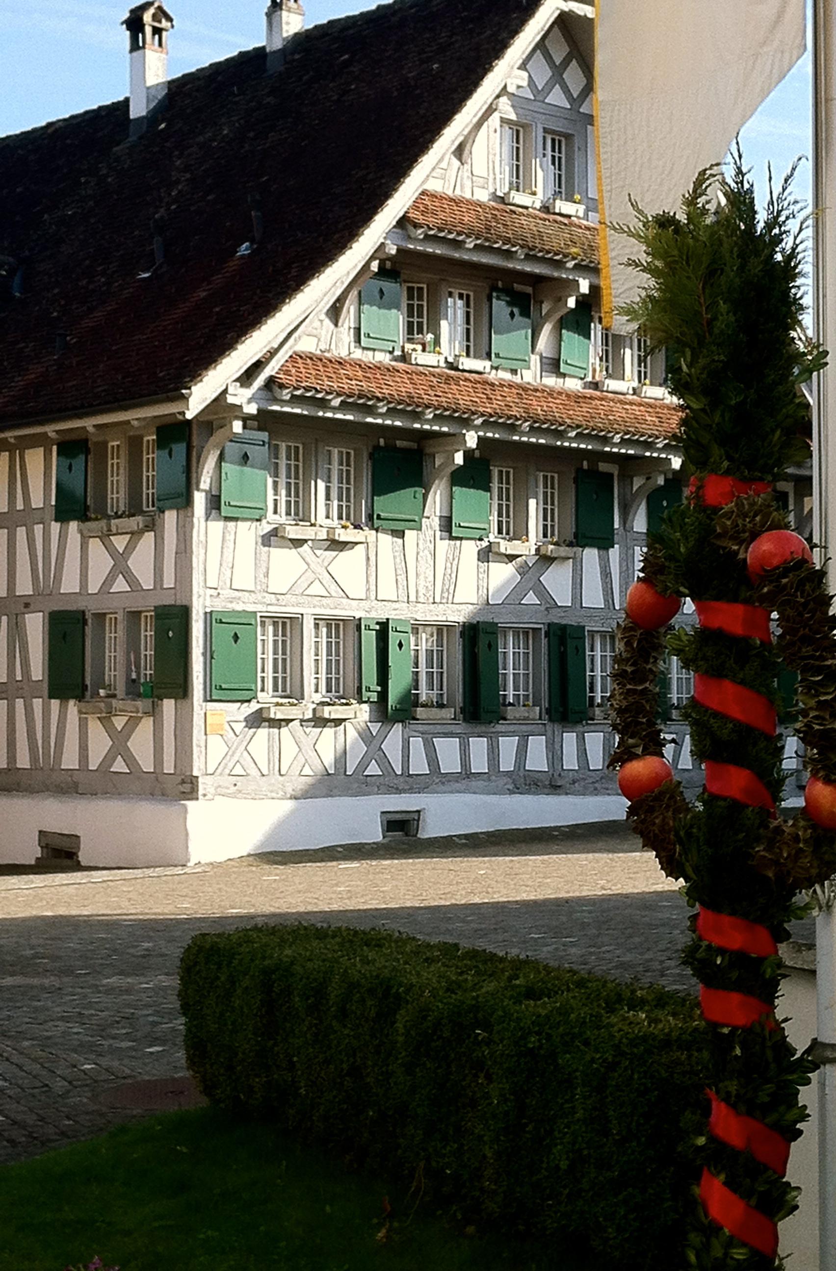 Dorfplatz mit Palmwedel