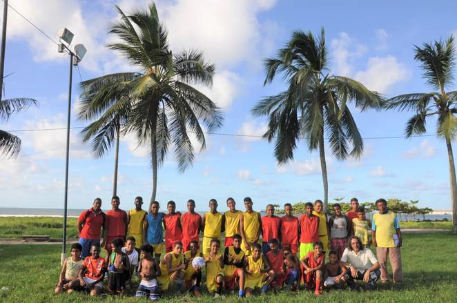Projeto_Escolinha_de_Futebol_Os_Meninos_de_Ilhéus_01_preview.jpeg