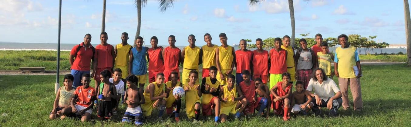 Projeto_Escolinha_de_Futebol_Os_Meninos_de_Ilhéus_01_preview_edited.jpg