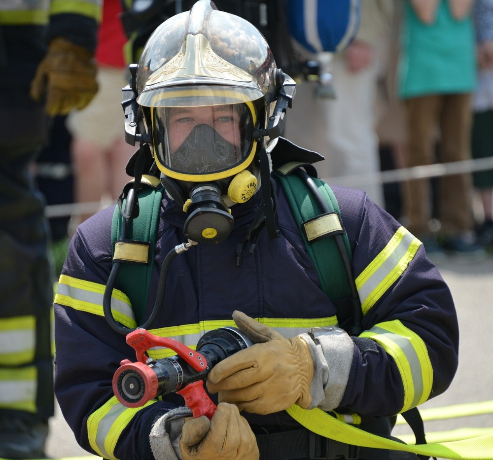 Firefighter ready to intervene