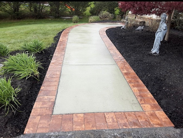 Concrete Walkway with Pavers