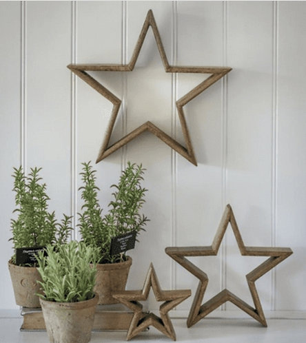 Set of 3 Mantlepiece Stars in Natural Wood