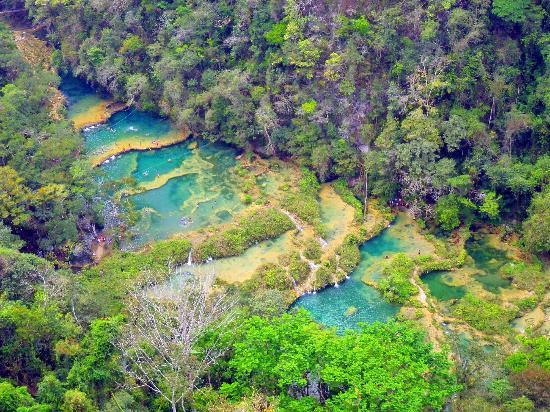 Semuc Champey: un tesoro escondido en el corazón de Guatemala.