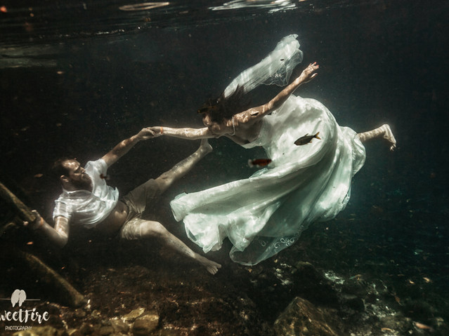 Trash the Dress Photography underwater