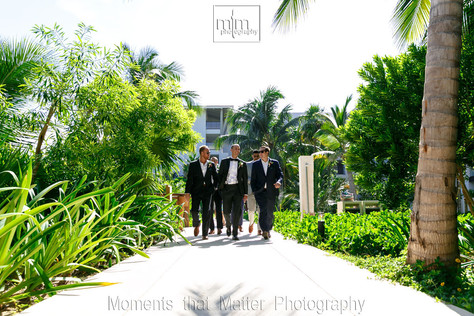 Wedding party walking at Unico Riviera Maya