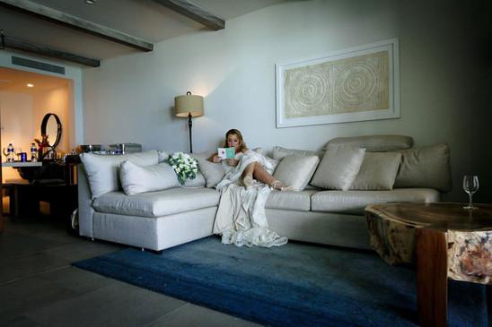 Bride reading note before wedding